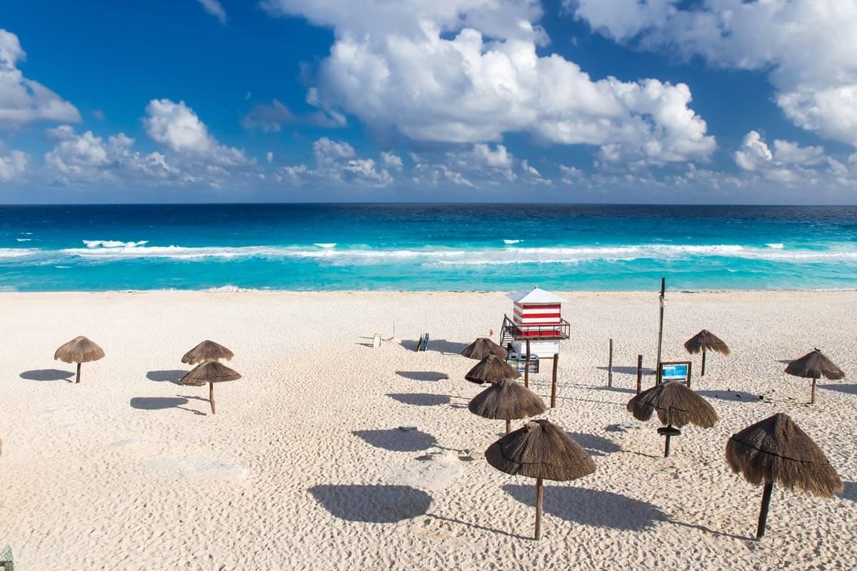 Playa de los delfines en Cancún