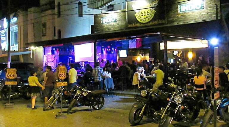Bar Route 666 en Cancún