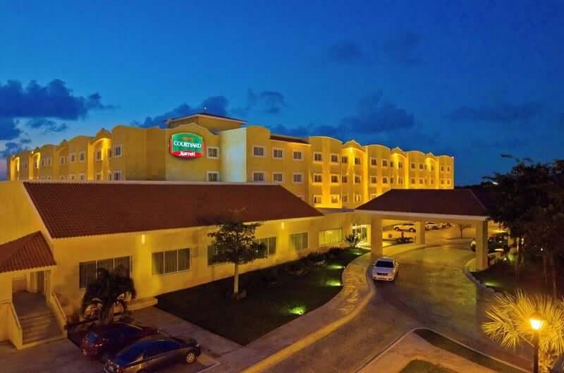 Hotel Courtyard en Cancún