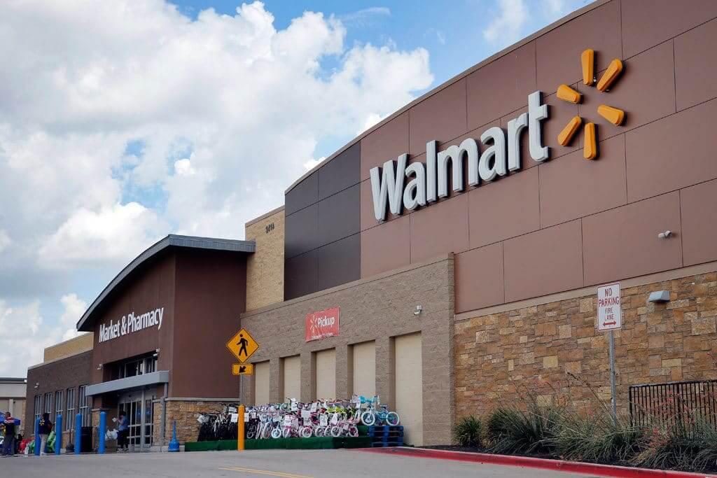 Compras en el Walmart de Cancún