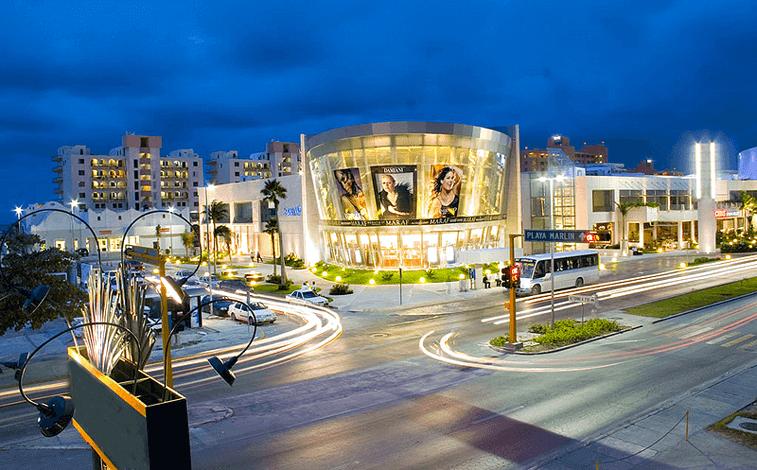 Kukulcan Plaza para comprar ropa en Cancún