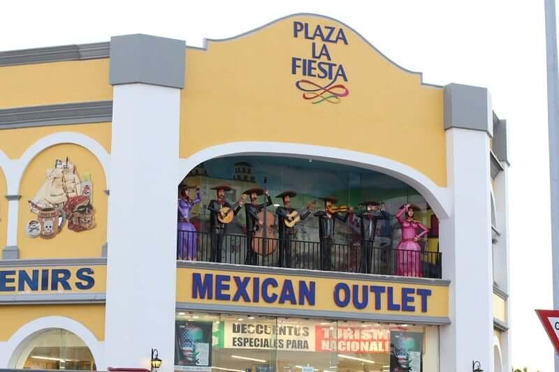 Tienda Plaza La Fiesta para comprar recuerdos y souvenirs en Cancún en México