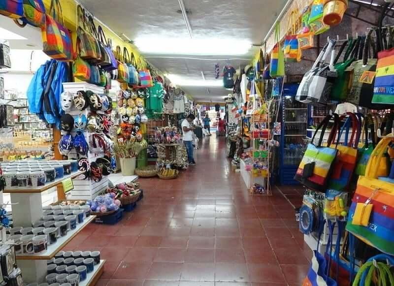 Mercado 28 para comprar recuerdos y souvenirs en Cancún