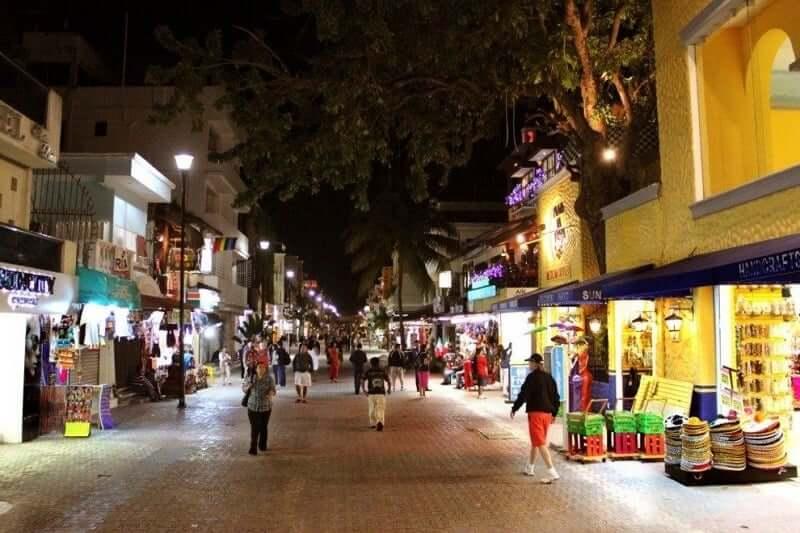 Quinta Avenida para comprar calzado en Cancún