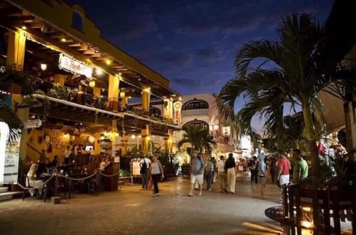 Quinta Avenida para comprar ropa en Cancún