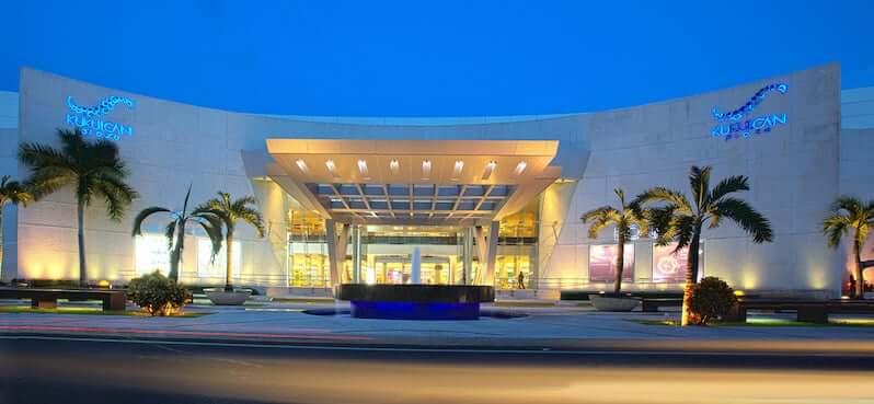 Shopping Kukulcan Plaza en la región turística de Cancún