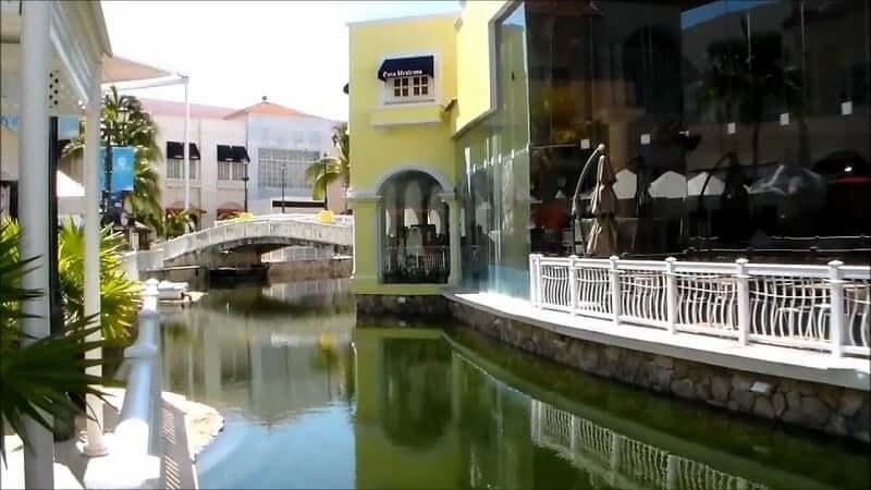 Compras en el Shopping La Isla en Cancún