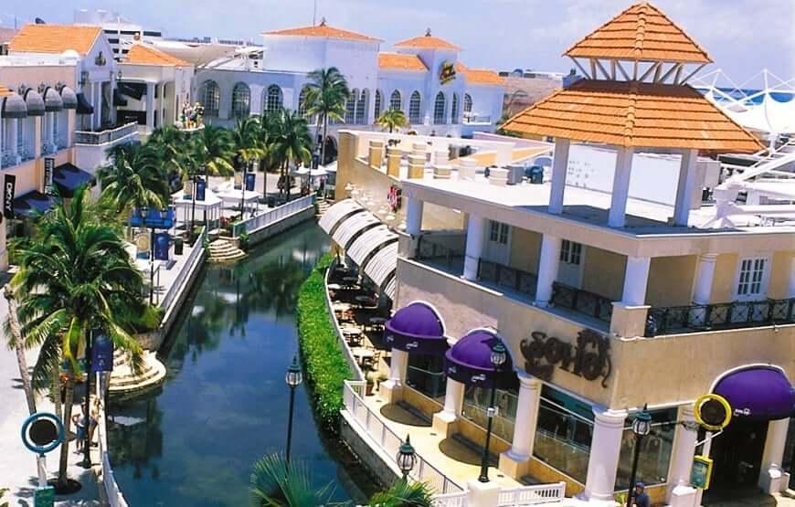Paseo por el Shopping La Isla en Cancún
