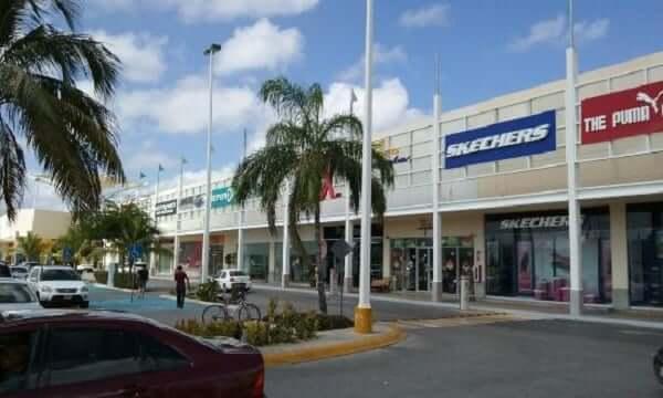 Estacionamiento en Las Plazas Outlet en Cancún