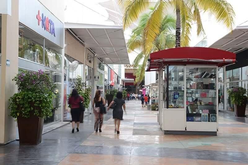 Tiendas en Las Plazas Outlet en Cancún