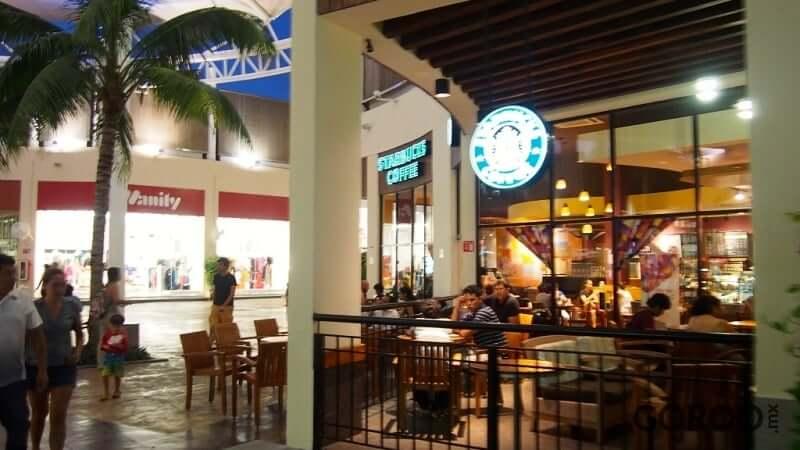 Restaurantes en Las Plazas Outlet en Cancún