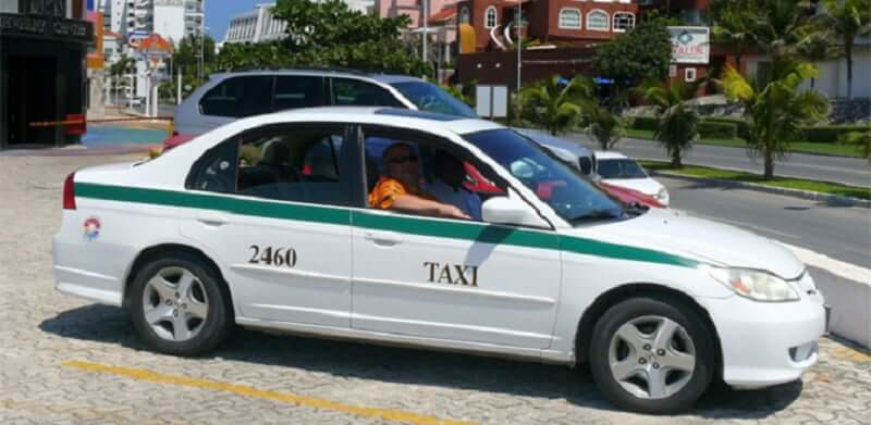Moverse en taxi por Cancún