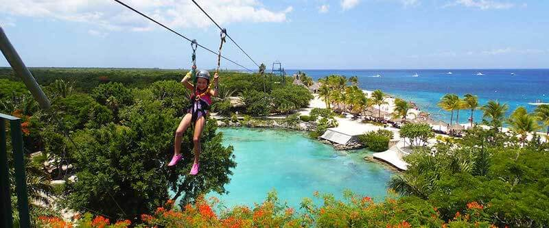 Atracción tirolesa en el Parque Chankanaab Beach Adventure Park en Cancún