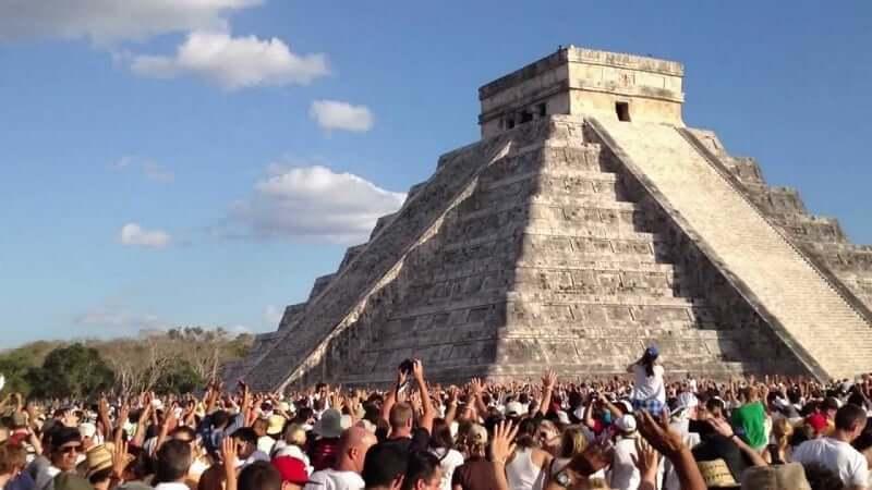 Belleza de las pirámides mayas cerca de Cancún