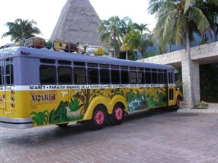 Autobús en el Parque Xcaret en Cancún