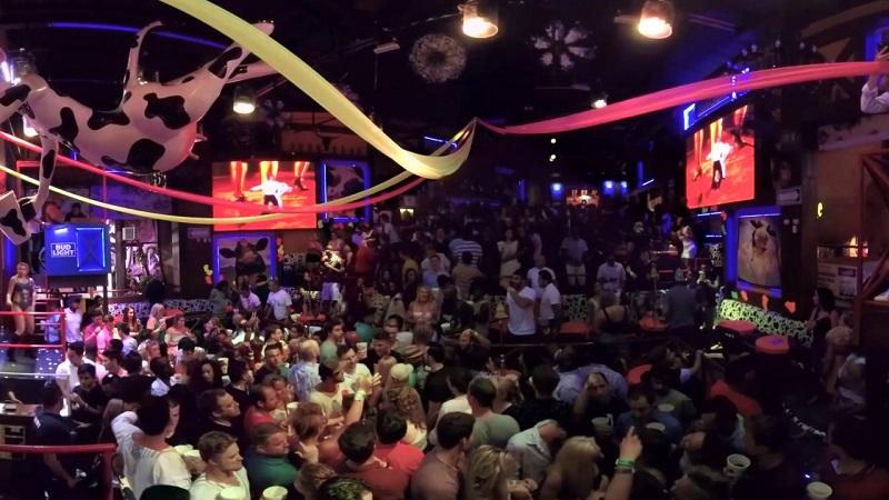 Estructura del bar y discoteca La Vaquita en Cancún