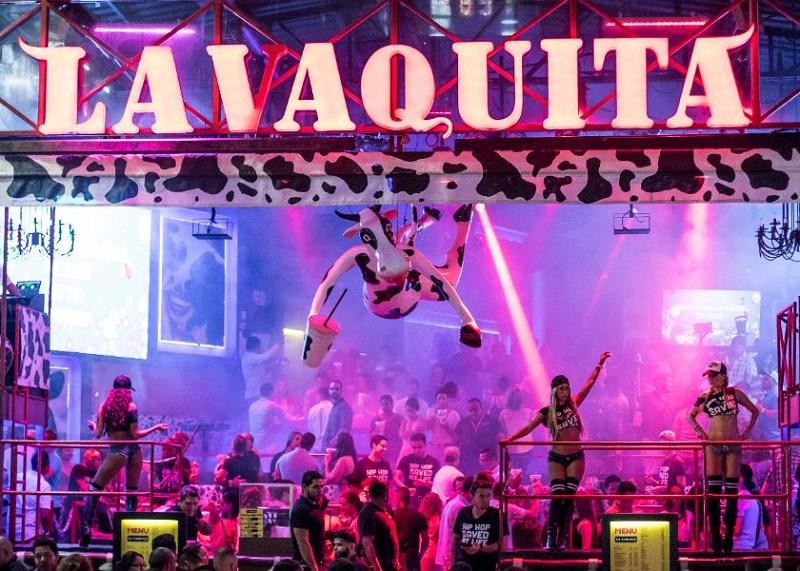 Que música tocan en el bar y discoteca La Vaquita en Cancún