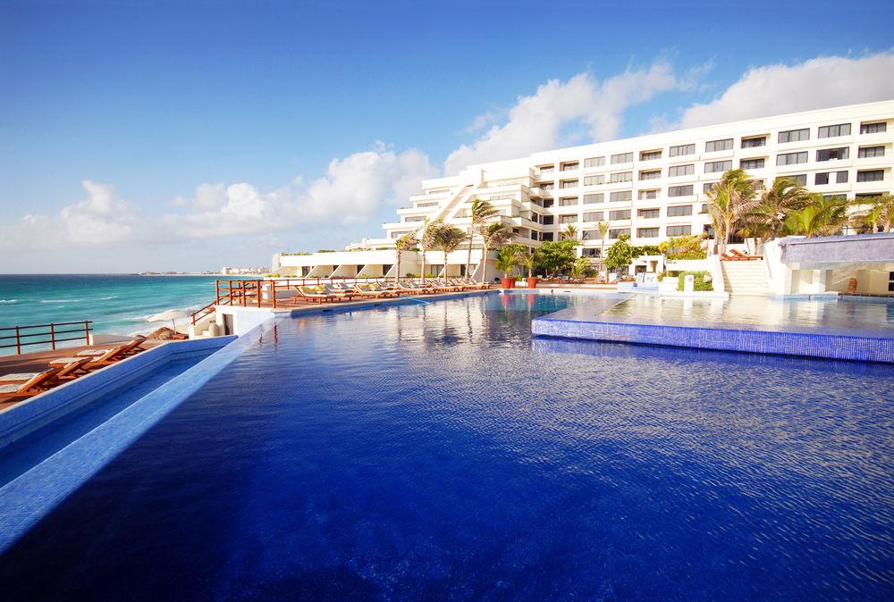 Gays y LGBT en el Resort Oasis Sens en Cancún
