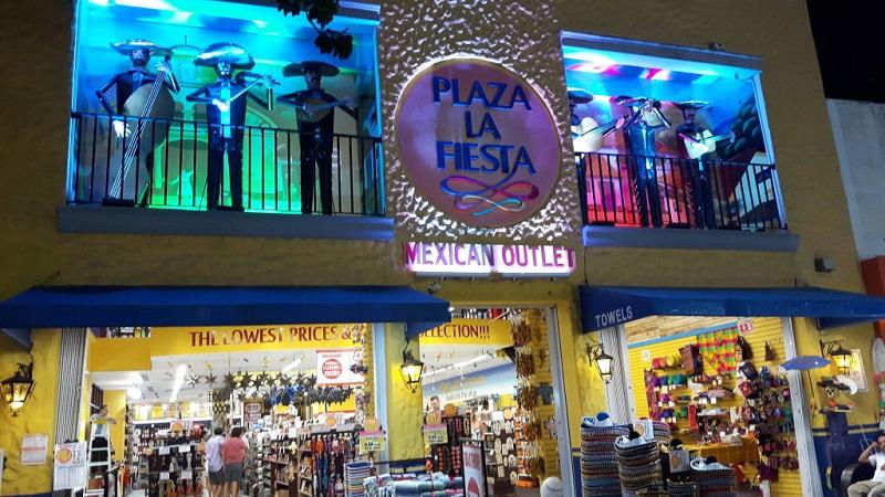Plaza La Fiesta Mexican Outlet en Cancún
